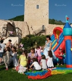 Feste di paese sagre eventi animazione bambini Ancona Macerata gonfiabili