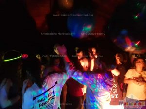 Feste per adolescenti ragazzi teenagers animazione dj musica karaoke intrattenimento (4)-min