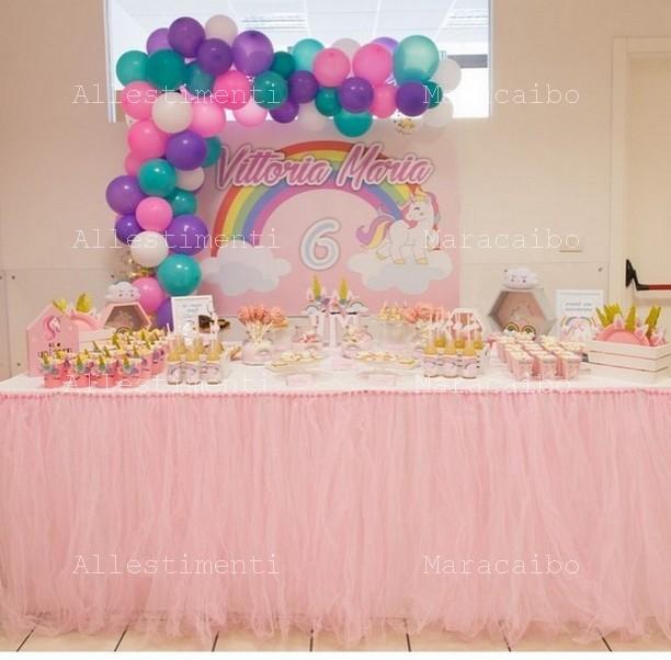 Allestimento a tema Unicorno con oggetti decorazioni tavolo torta addobbo